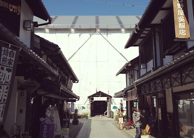 大通寺山門の修復中