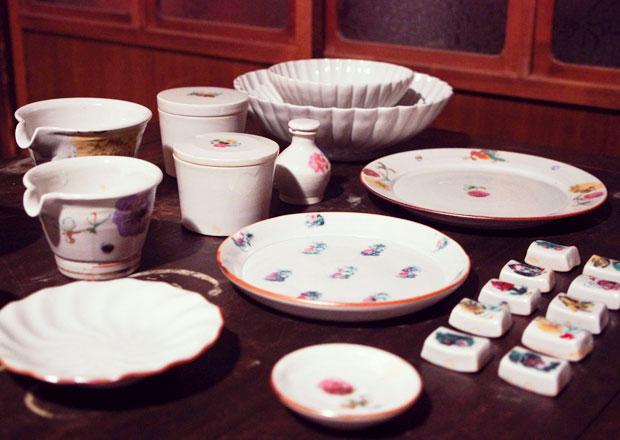 愛知県常滑市の伊藤聡信さんの絵付けの磁器