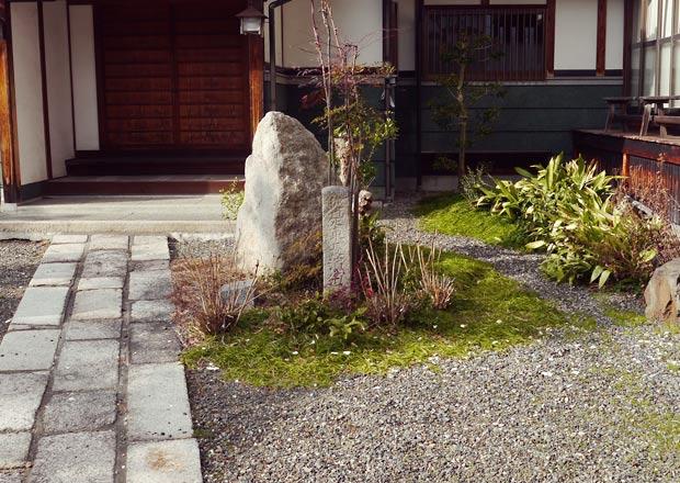 西本願寺長浜別院内の石柱
