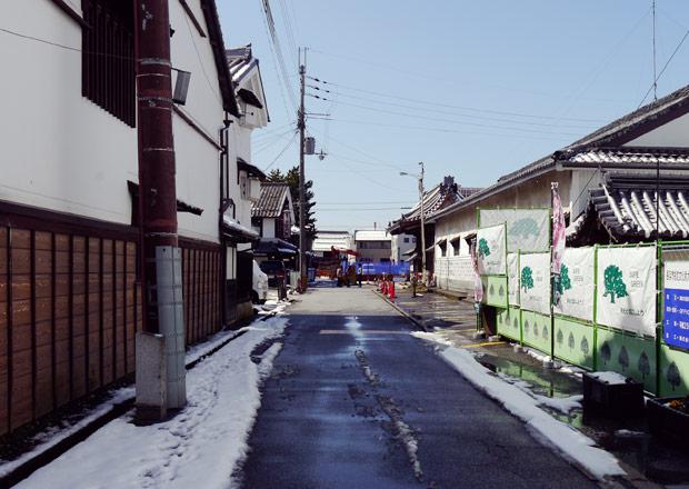 大通寺の前の道