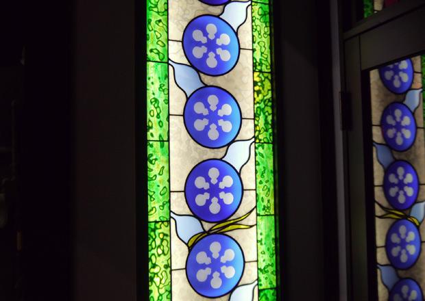 ひょうたんを描いたステンドグラス