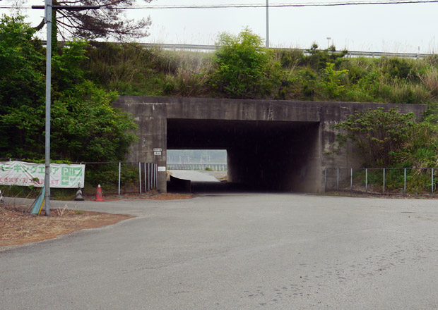 北陸自動車道沿いに神田パーキングエリアの入口