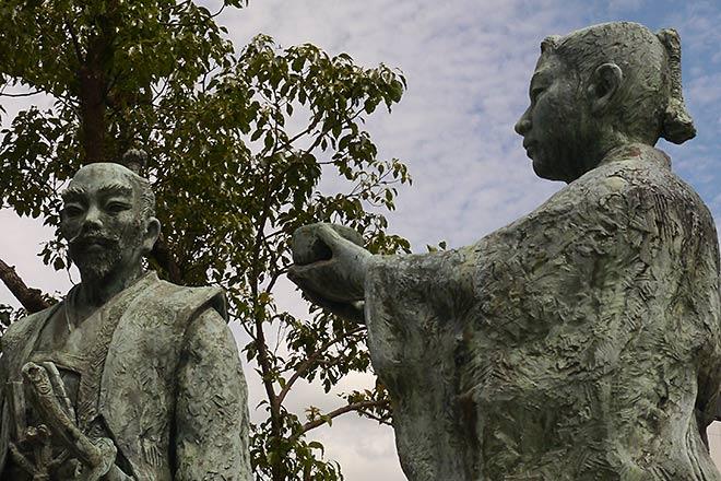 長浜駅前 豊臣秀吉公と石田三成公の出会いの像