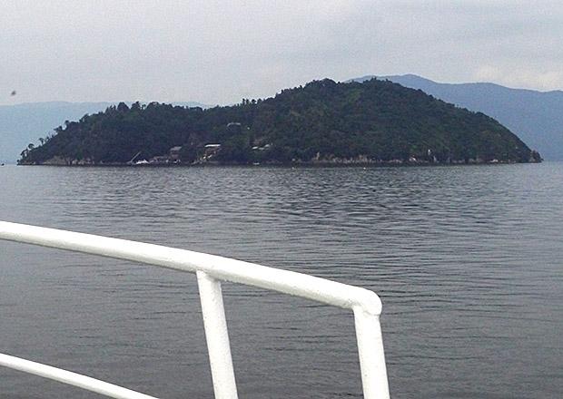 竹生島に向かう観光船ベンテン