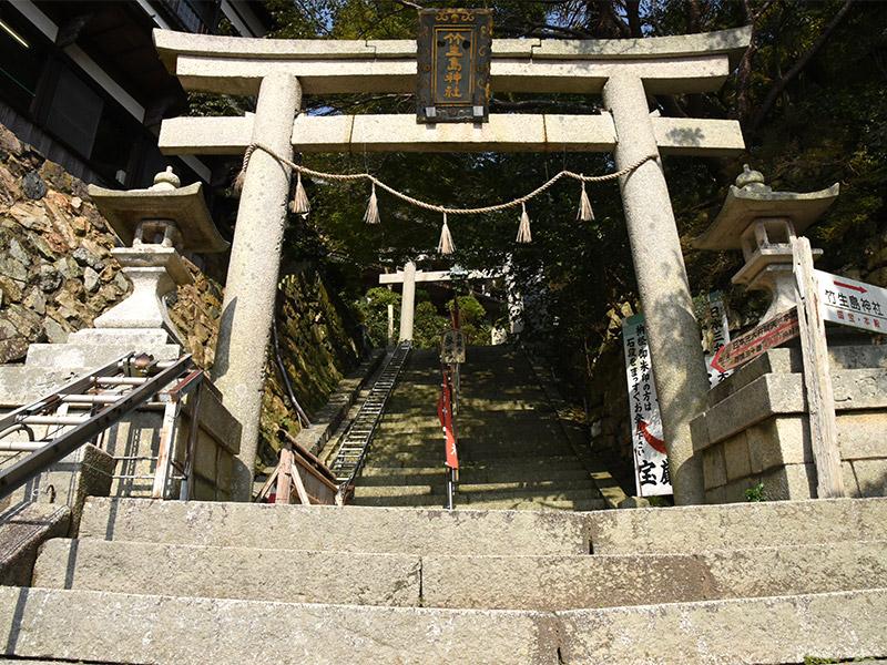 竹生島の石段を165段上がると見えてくるのが宝厳寺です。