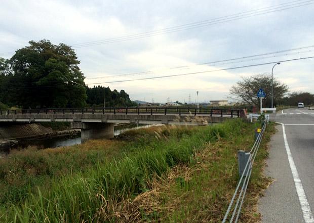 飯山橋を渡る