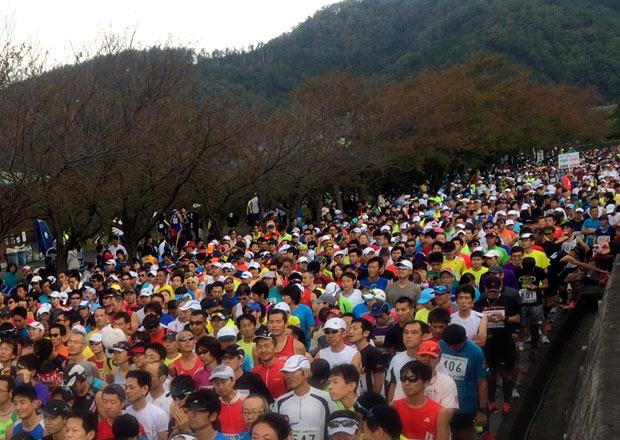 全国から5,555名が参加したあざいお市マラソンを完走しました。