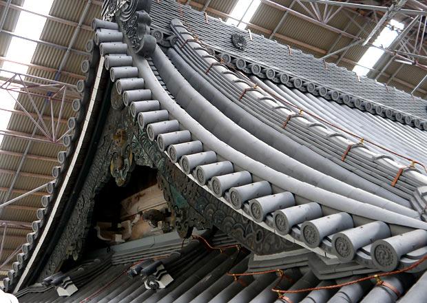 大通寺山門の屋根