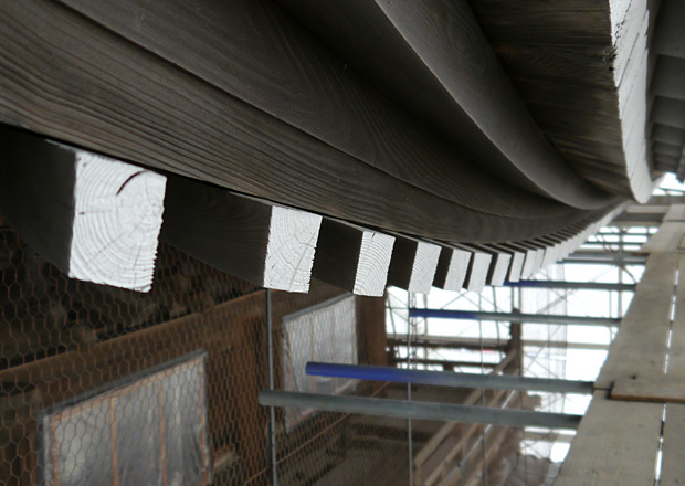 大通寺山門の木材がすごい
