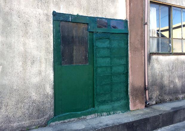 塗り固められたドア