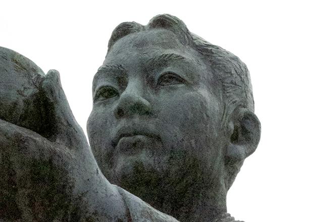 三献の茶の像