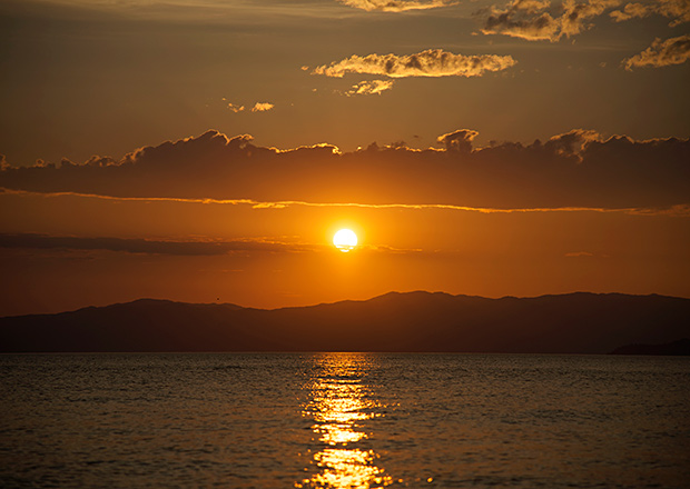 琵琶湖から見える夕日が絶景