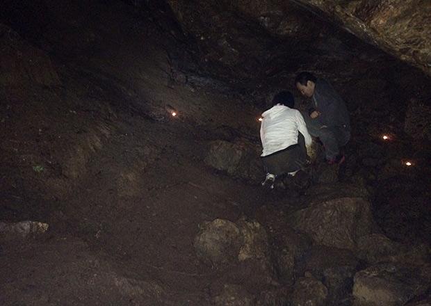 オトチの岩窟の中は広いスペースがある