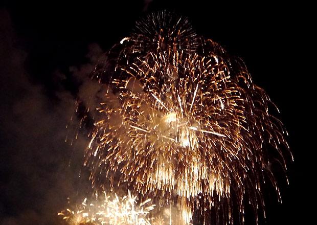 長浜・北びわこ花火大会の打ち上げ花火