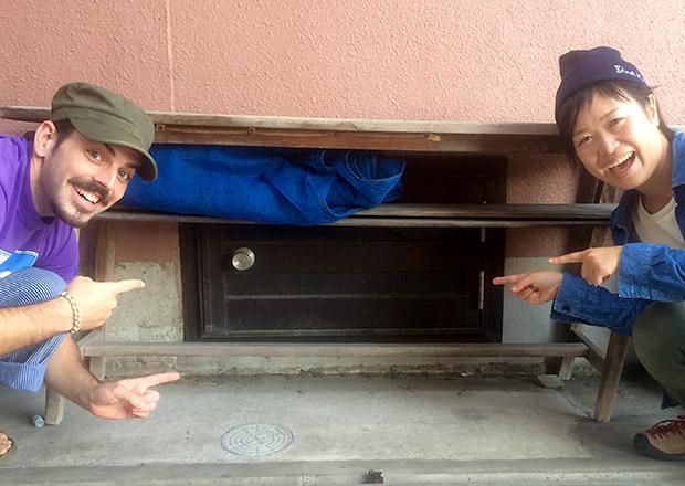 こんな場所に、小さな開かずのドアを発見