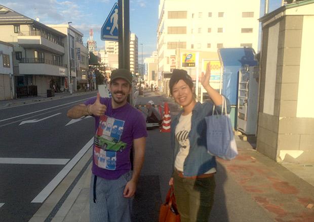 長浜タワーの前で解散 アイザックさんと浅井さん