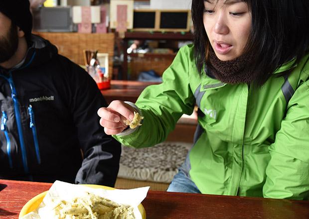 ワカサギを150円で天ぷらにしてもらった