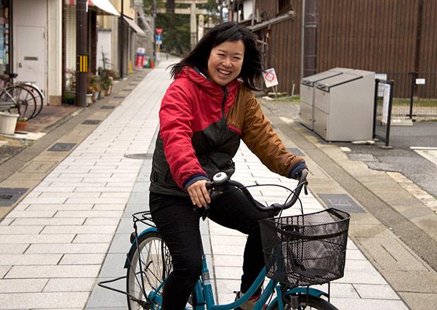 テトラへ自転車で来る浅井さん