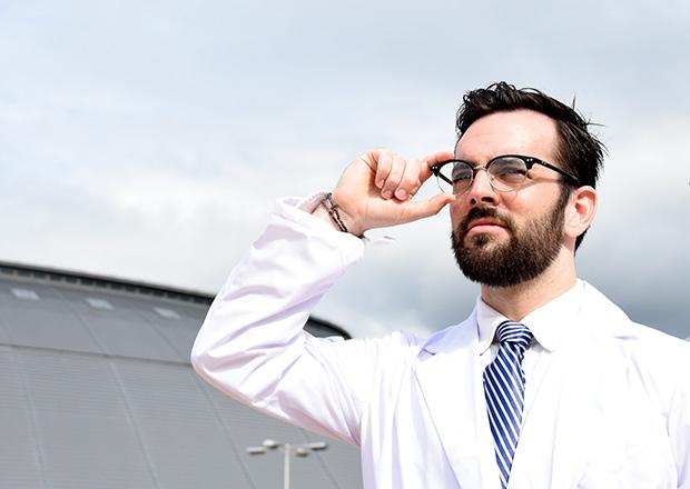 白衣を着たドクターモーガン
