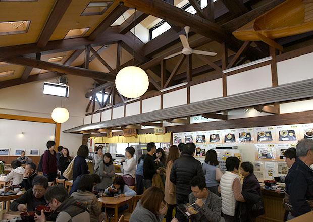 道の駅塩津海道あぢかまの里のフードコート
