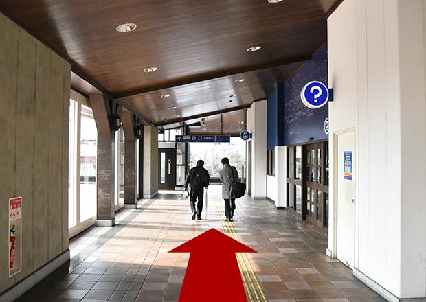 JR長浜駅のコインロッカーは改札口を出て右