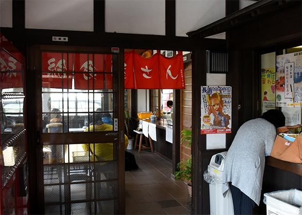 近江塩津駅内の給食屋さん