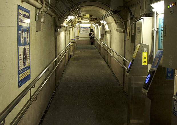 近江塩津駅のホームまでつながる通路