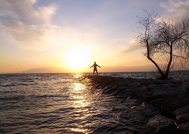 琵琶湖にて、夕日のパワーをもらう