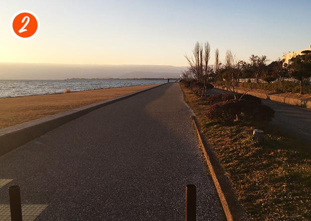 湖岸の遊歩道からの夕焼けが絶景