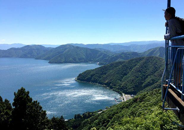 """リフトですぐに登れる賤ヶ岳からの見晴らしは、まるで""""360°パノラマ""""のようだった!"""