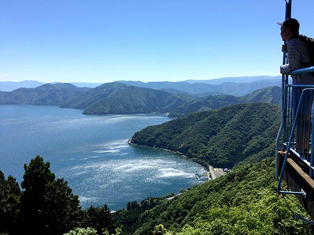 賤ヶ岳の山頂から見える琵琶湖が絶景