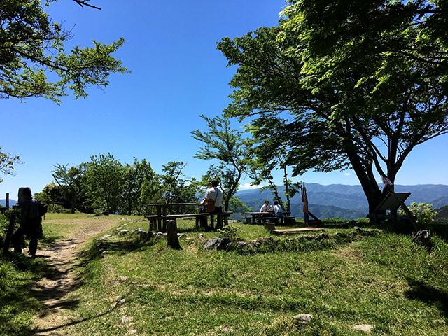 賤ヶ岳の山頂は公園になっている