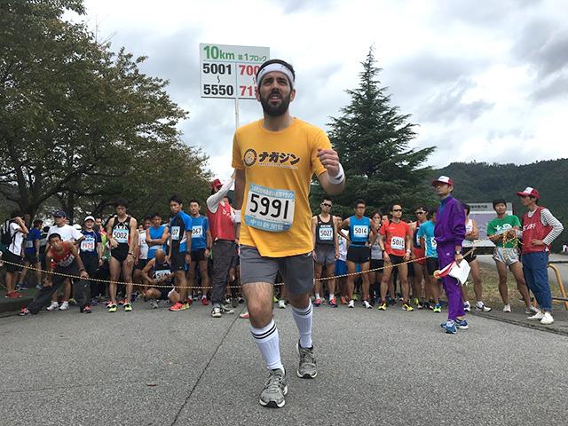 ALTの先生がマラソンを走る