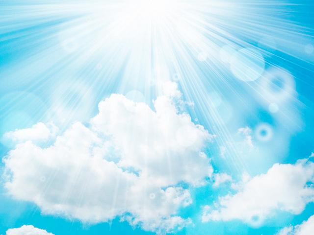 雲の切れ間から光る。どこからか声が聞こえる