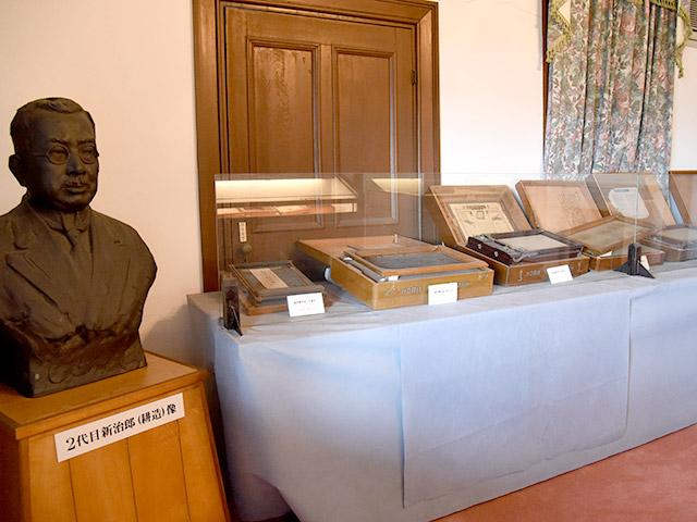 ガリ版伝承館の二階には、堀井謄写版が展示されている