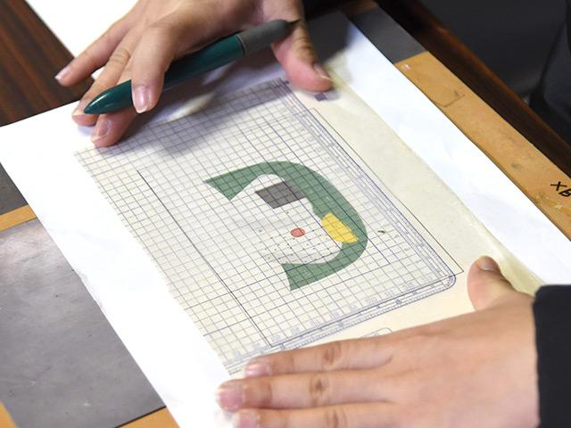 ロウ原紙に描く絵はおにぎりの下絵にした