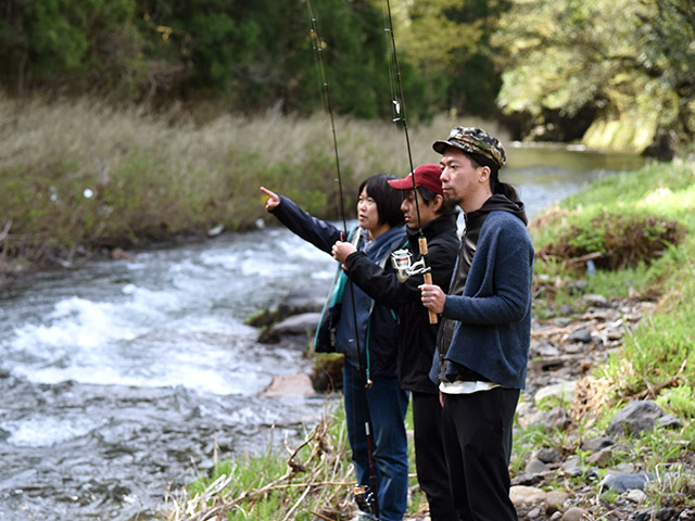 東京から来た友人たちと渓流釣りに挑戦