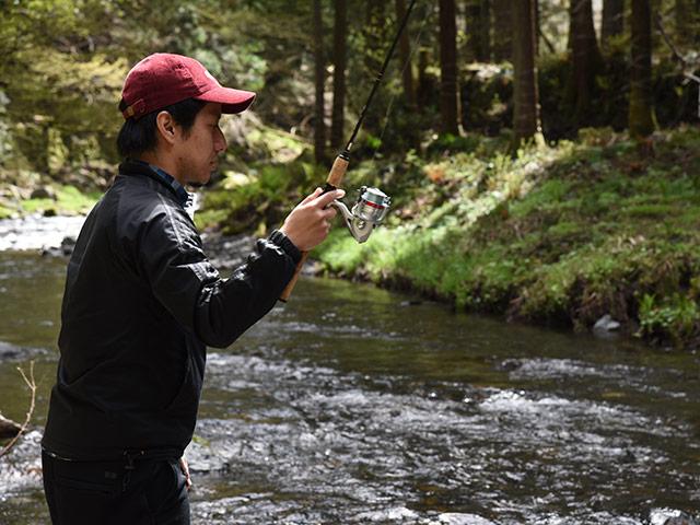 釣りに夢中な岩尾さん