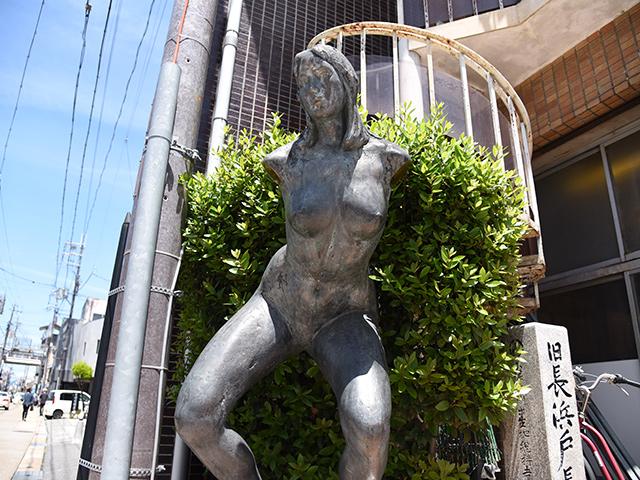 Gaia大地の銅像
