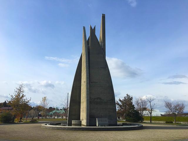 浅井文化スポーツ公園の希望の塔のモニュメント
