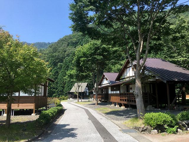 高山キャンプ場のバンガローエリア