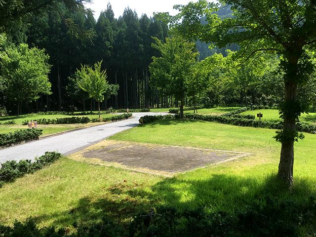 緑広がるオートキャンプ場