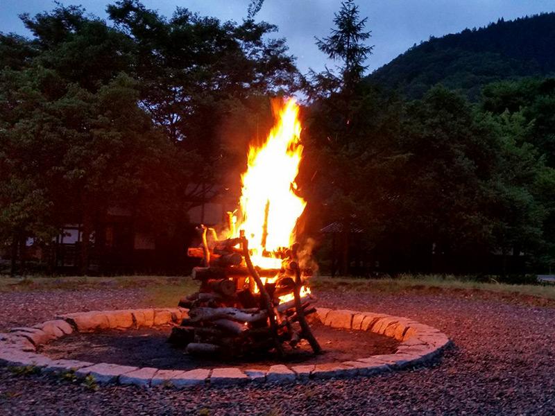高山キャンプ場ではキャンプファイヤーも有料で可能です。