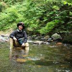 滋賀の渓流でイワナ釣りの魅力にハマる!ベテランに教わる釣りのポイントとは?