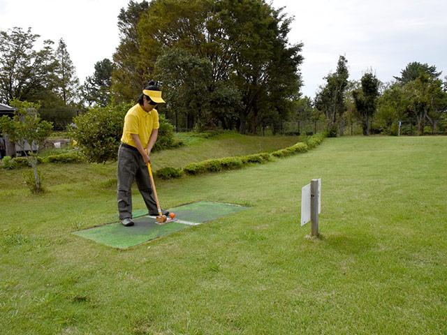 若者も楽しめるグラウンドゴルフ
