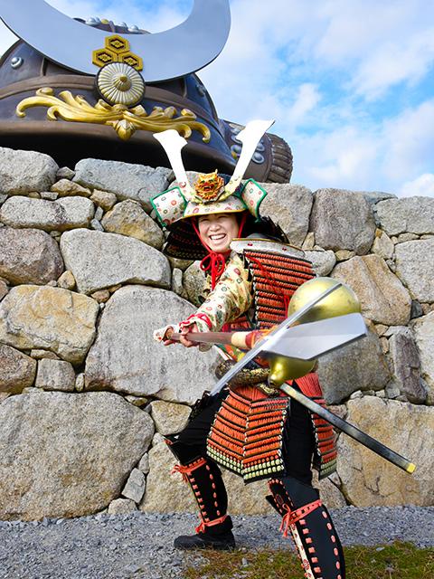 鎧武者が小谷城に登城する