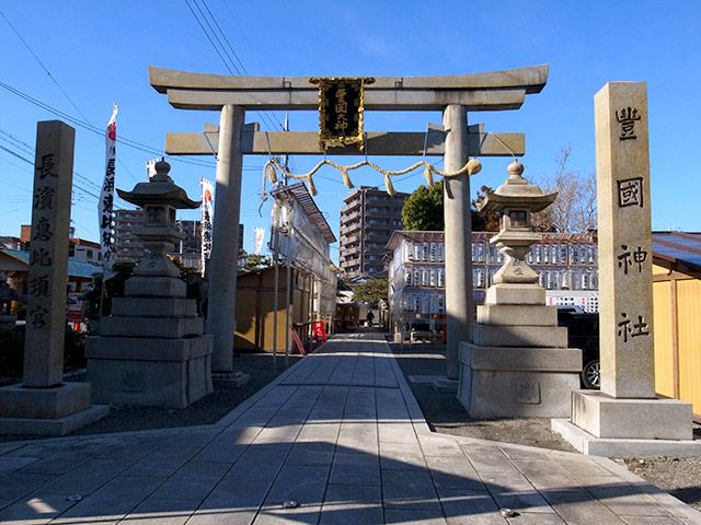 長浜の豊国神社で商売繁盛を祈願の為に献灯した