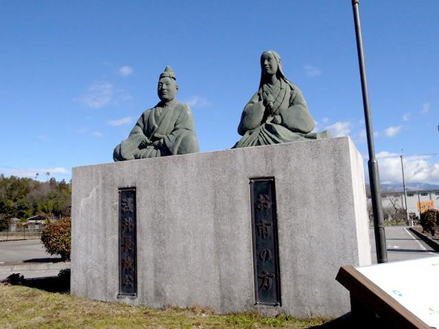 比較的かわいいタイプの浅井長政公とお市様の銅像