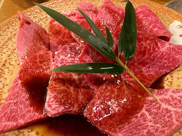 焼き肉の王道のカルビを注文