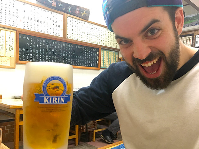 ビール片手に家族に乾杯!